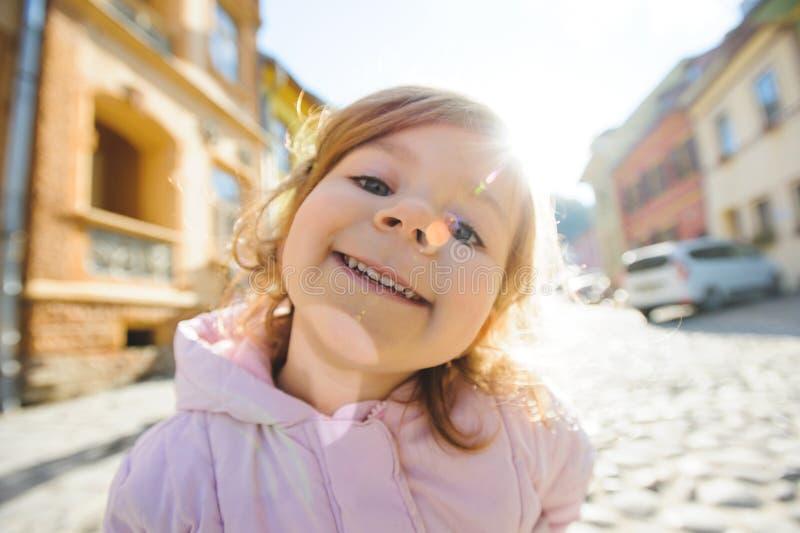 阳光的女孩 免版税库存照片