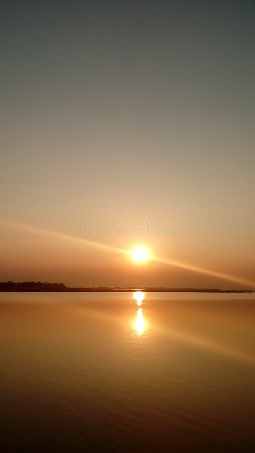 阳光阳光日落太阳河河沿 库存图片