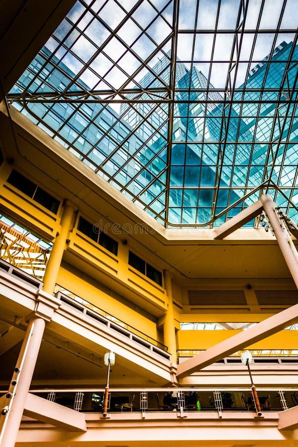 阳台和天花板在画廊里面在内在港口 免版税库存照片