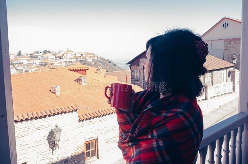 阳台的妇女 库存照片