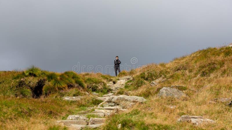 阴云笼罩下的苏格兰美丽高地 免版税库存照片