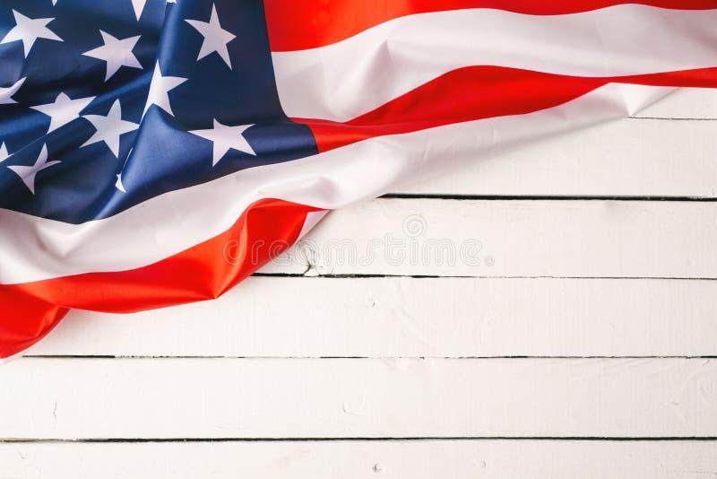 阵亡将士纪念日或退伍军人` s天背景的红色,白色和蓝色美国国旗 免版税库存照片