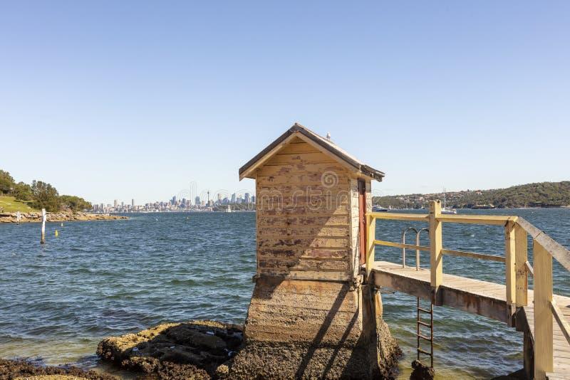 阵营在悉尼附近的小海湾海滩在澳大利亚 图库摄影