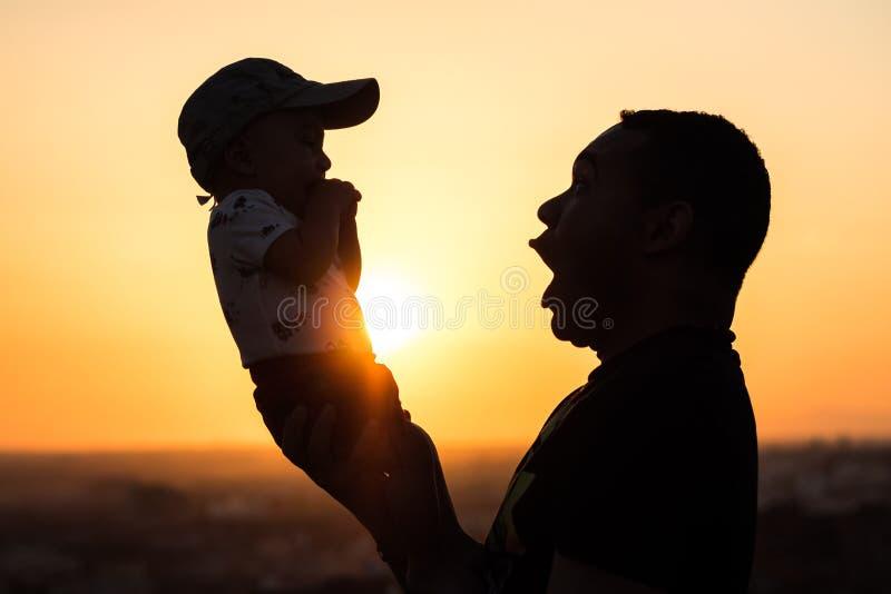 阻止他的婴孩的父亲 库存照片