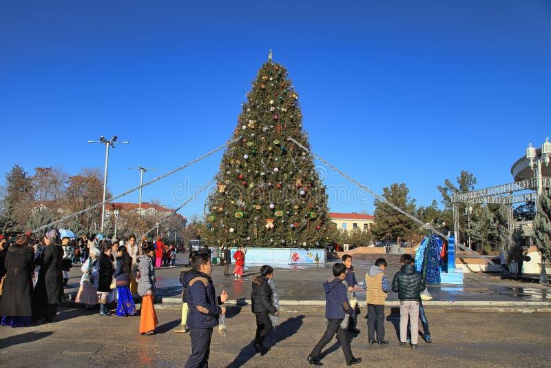 阿什伽巴特,土库曼斯坦- 2017年1月, 04日:在t的新年树 免版税图库摄影