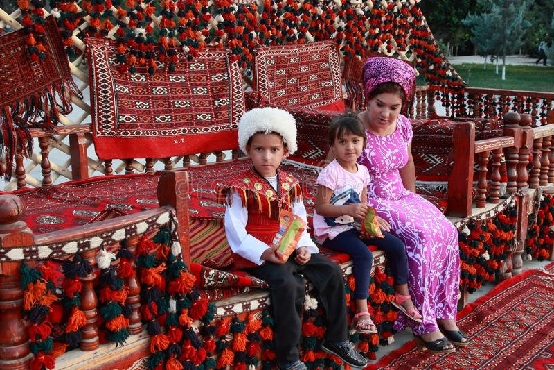 阿什伽巴特,土库曼斯坦- 2013年3月10日 年轻联合国画象  库存照片