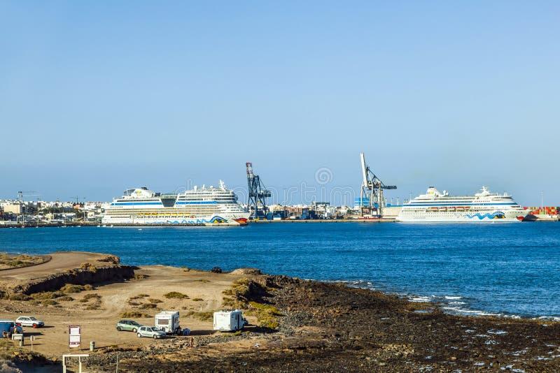 从阿伊达舰队说谎的Ruise划线员 免版税图库摄影