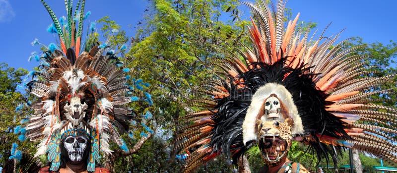 阿兹台克印第安当地羽毛给仪式穿衣 图库摄影