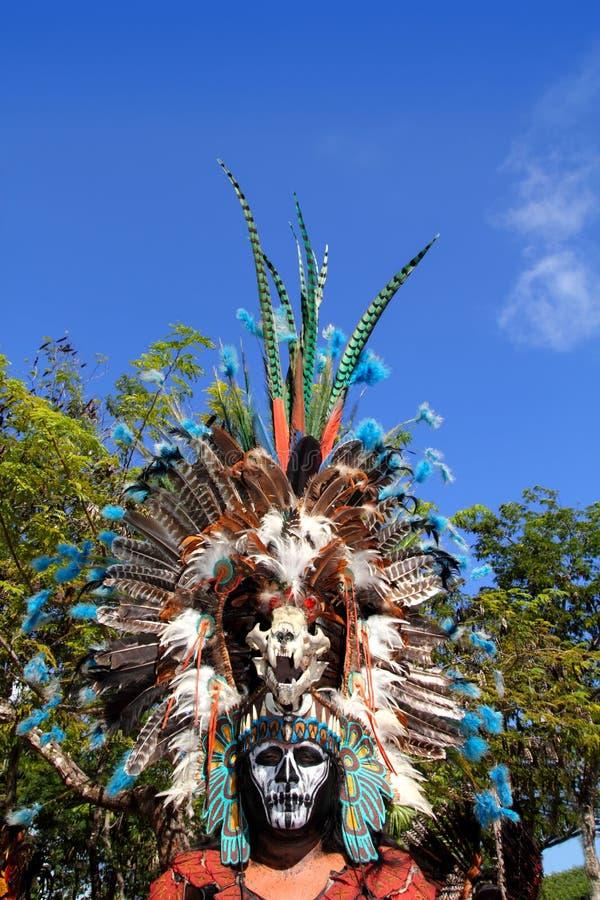 阿兹台克印第安当地羽毛给仪式穿衣 库存图片