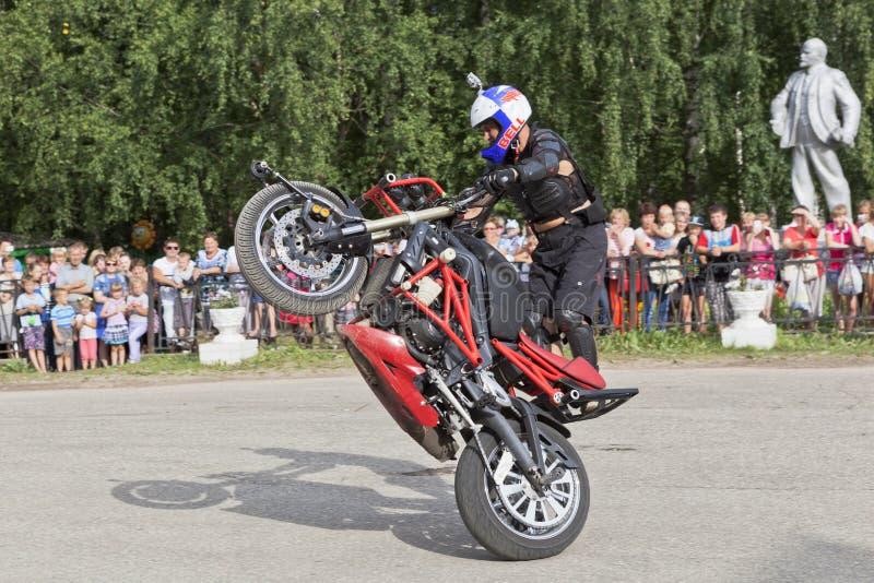 阿列克谢加里宁Moto展示在Verkhovazhye,沃洛格达州地区,俄罗斯 库存照片