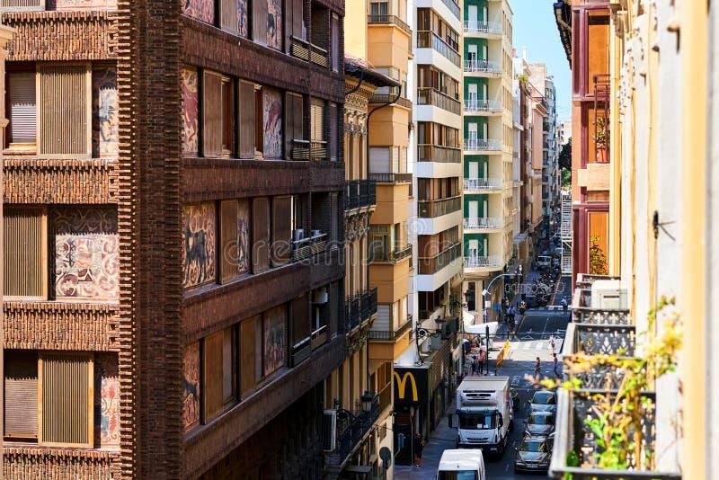 阿利坎特市中心狭窄的街道  西班牙 免版税库存图片