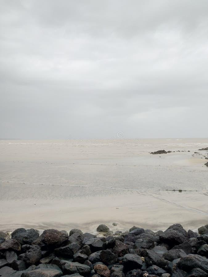 阿利巴格海滩海秀丽  免版税库存图片