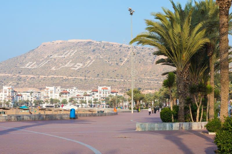 阿加迪尔,摩洛哥- 2017年12月15日:阿加迪尔沿海岸区散步, 库存图片