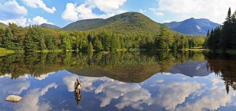 阿地伦达山脉湖全景 免版税库存图片