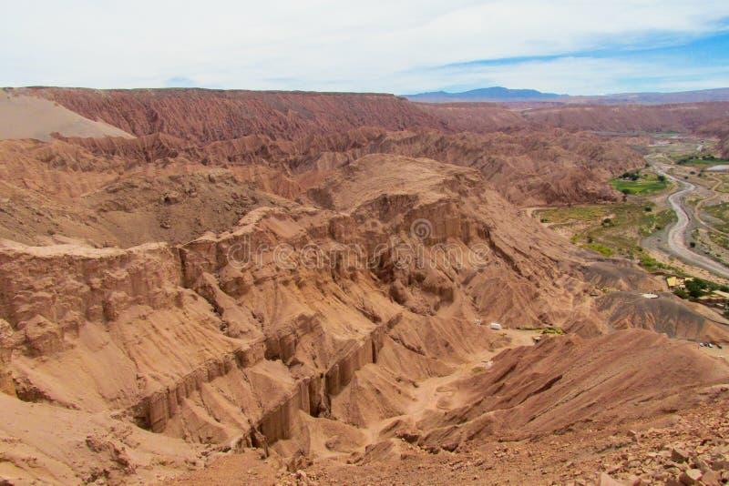 阿塔卡马沙漠干旱的山风景 库存照片