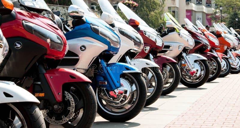 阿塞诺夫格勒、普罗夫迪夫/保加利亚 — 09/05/2019:一列列的运动摩托车展 图库摄影