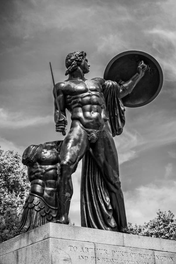 阿奇里斯的惠灵顿纪念碑在海德公园伦敦 免版税库存照片