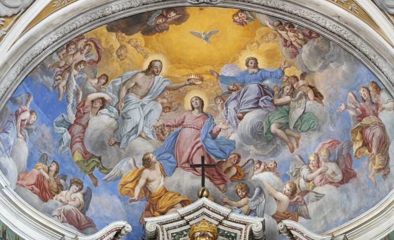 阿奇雷亚莱,意大利,2018年:圣母玛丽亚的加冕壁画教会切萨di圣卡米洛主要近星点的彼得罗Vasta 库存照片