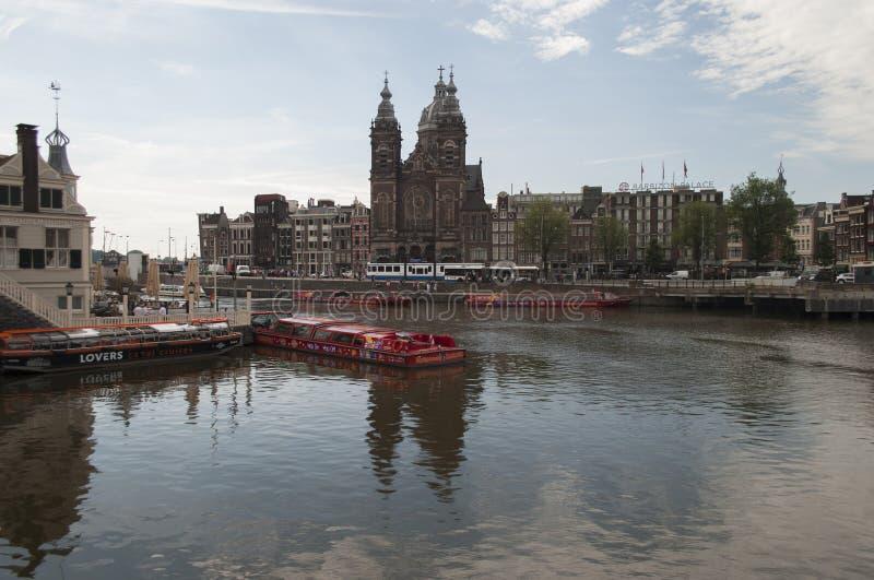 阿姆斯特丹狭窄街道 免版税库存图片