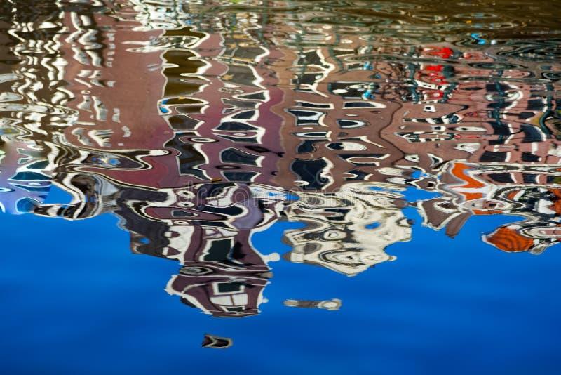 阿姆斯特丹的反射运河的 库存图片