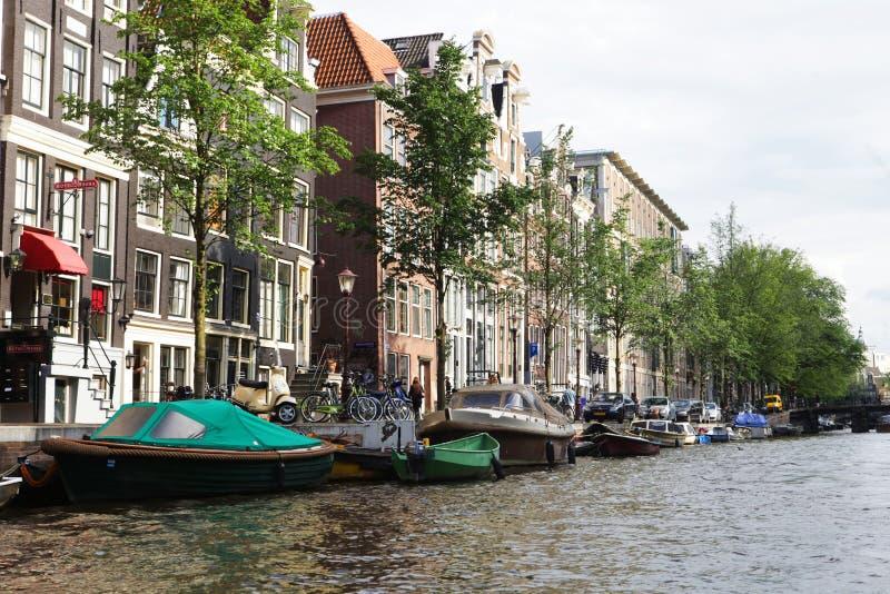 阿姆斯特丹运河和典型房屋 库存图片