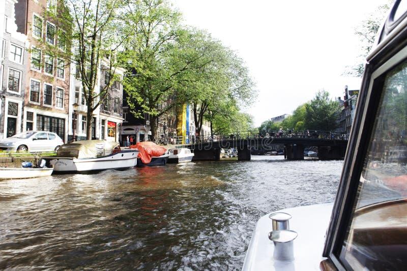 阿姆斯特丹运河和典型房屋 库存照片