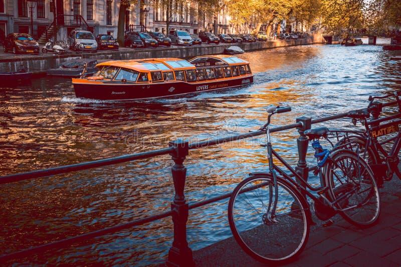 阿姆斯特丹运河&自行车城市 免版税图库摄影