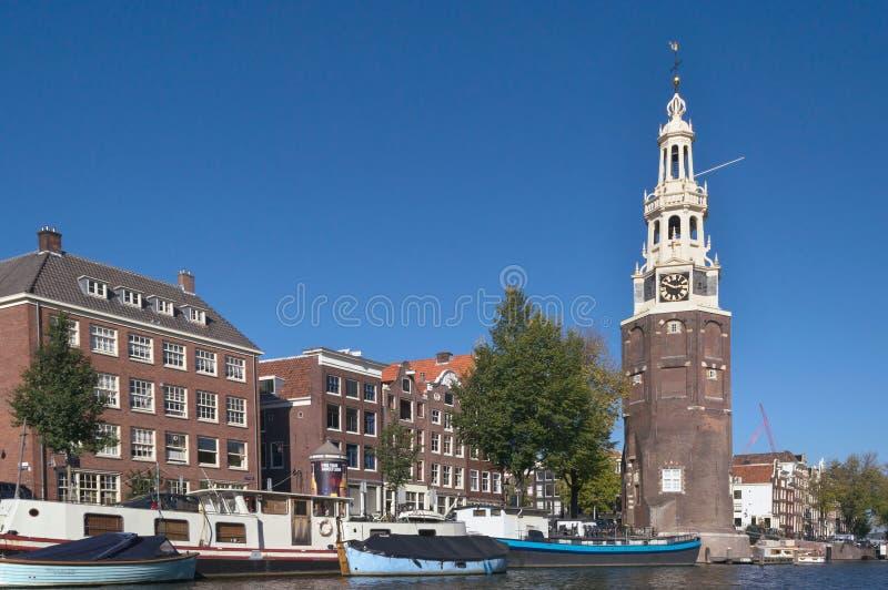阿姆斯特丹都市风景有Montelbaanstoren塔的 库存图片