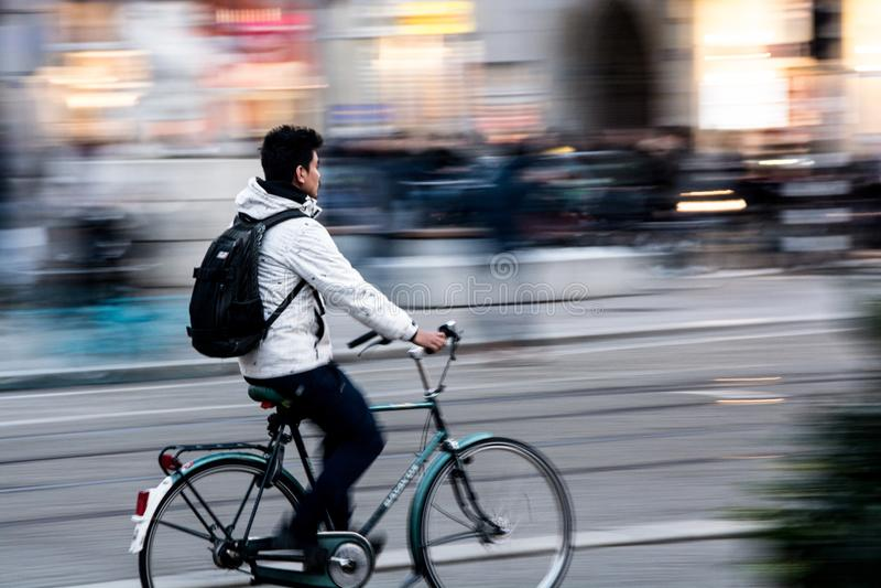 阿姆斯特丹骑自行车 免版税库存照片