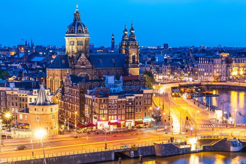 阿姆斯特丹,荷兰夜视图  图库摄影