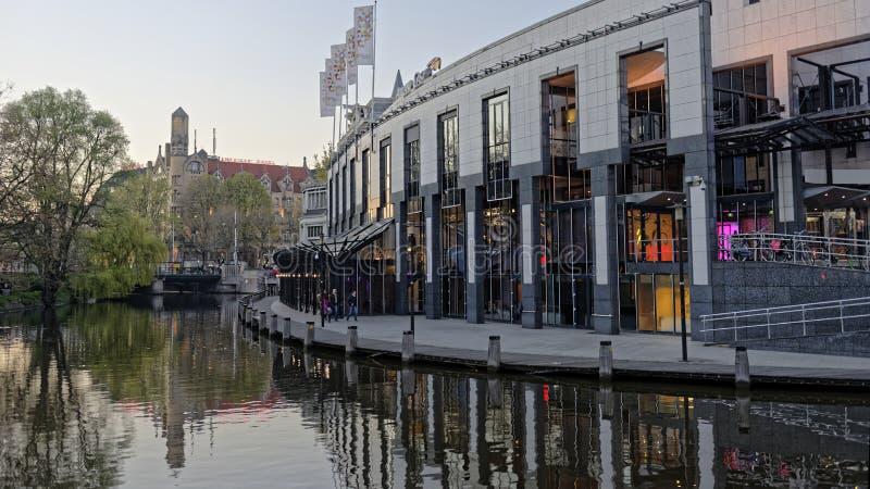 阿姆斯特丹,荷兰江边  免版税库存照片