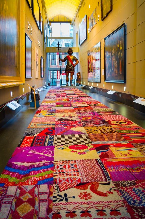 阿姆斯特丹,荷兰, 2018年4月, 23 :五颜六色的地毯室内看法位于皇家剧院Carre,官员 免版税库存图片