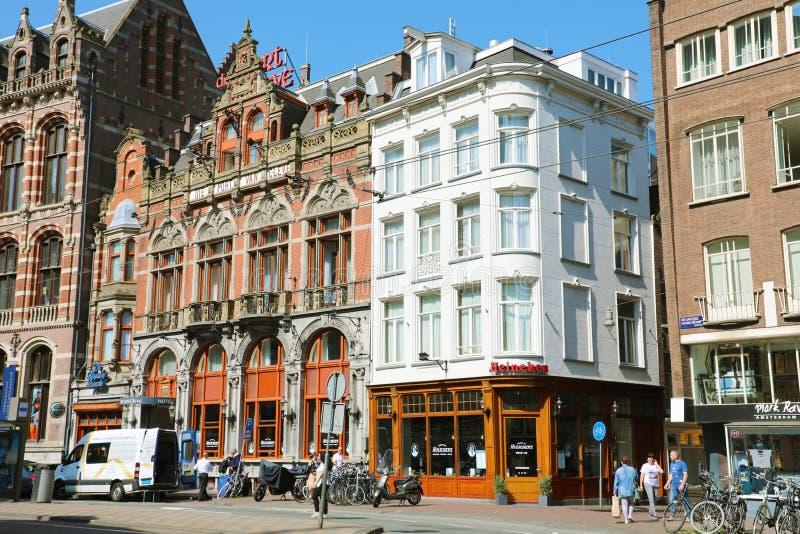 阿姆斯特丹,荷兰- 2018年6月6日:美丽的老大厦在阿姆斯特丹,荷兰的中心 免版税库存照片