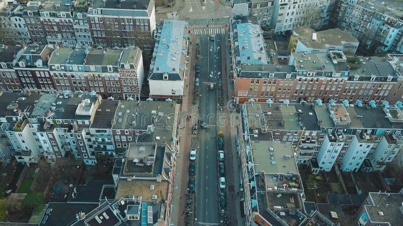 阿姆斯特丹,荷兰- 2018年1月1日 城市街道、公寓和内在庭院鸟瞰图  免版税库存图片