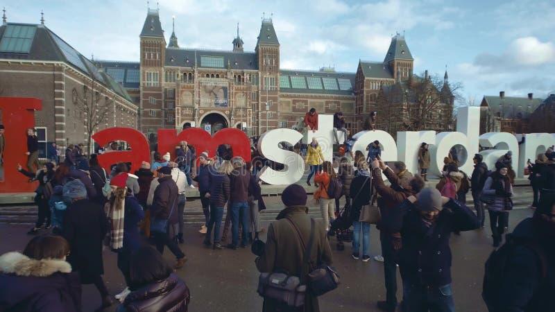 阿姆斯特丹,荷兰- 2017年12月26日 近游人我在Rijksmuseum附近的阿姆斯特丹标志,荷兰国民 库存图片