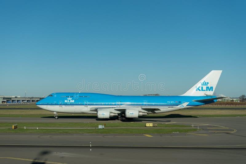 阿姆斯特丹, NETHERLAND - 2016年11月28日:准备好PH-BFL波音747的KLM在阿姆斯特丹史基浦机场离开 库存照片