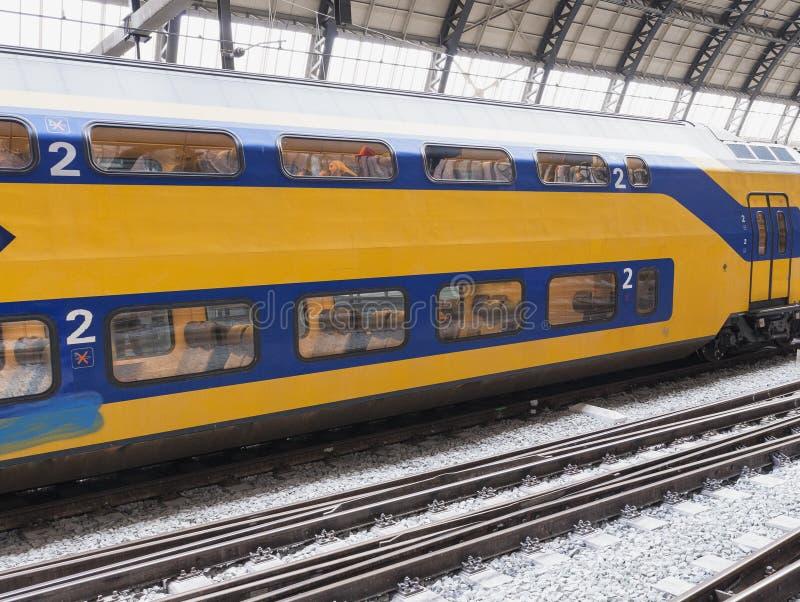 阿姆斯特丹- 2013年3月:在总台的火车 阿姆斯特丹Centraa 免版税库存图片