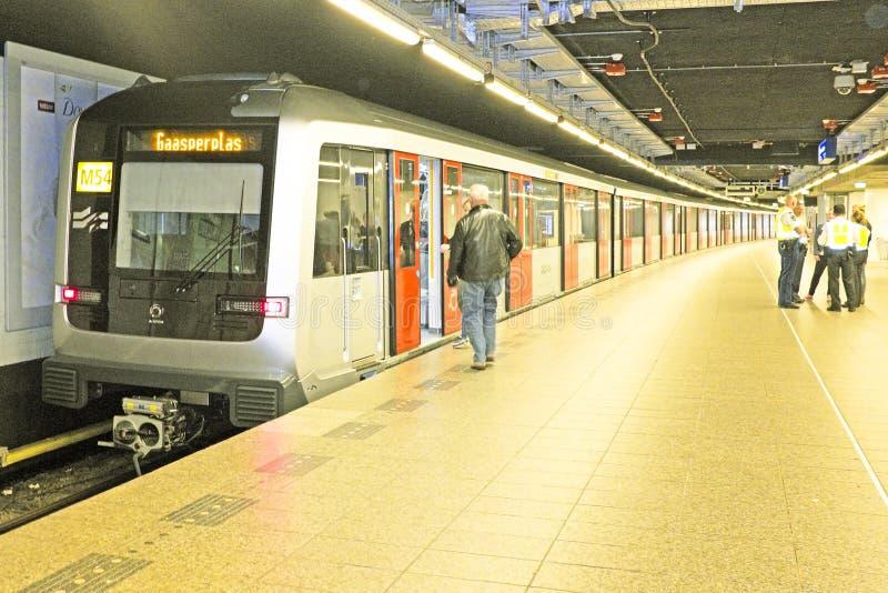 阿姆斯特丹- 4月26 :在中央驻地的新的地铁在Ap 免版税图库摄影