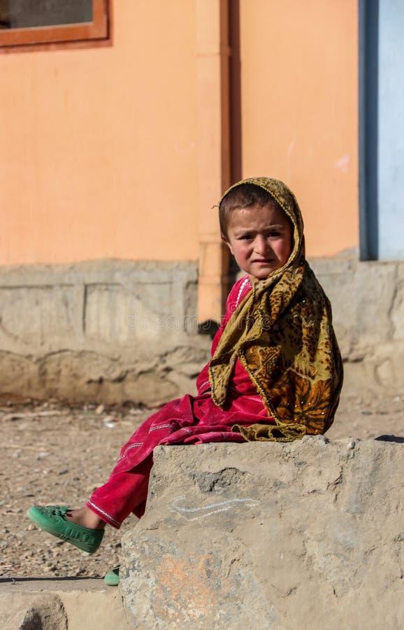 阿富汗在小儿麻痹症接种竞选的村庄孩子在加拉拉巴德 免版税库存图片