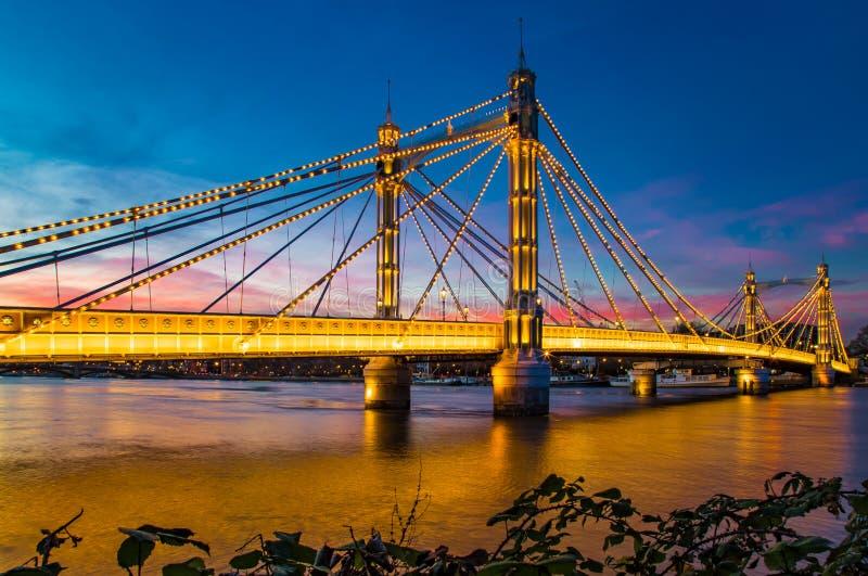 阿尔伯特桥梁惊人的日落西部伦敦英国 库存照片