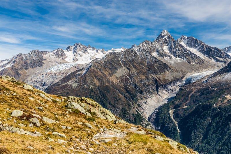 阿尔卑斯山脉在夏日期间-法国 免版税库存照片