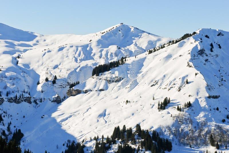 阿尔卑斯山,法国多雪的山峰  免版税库存图片