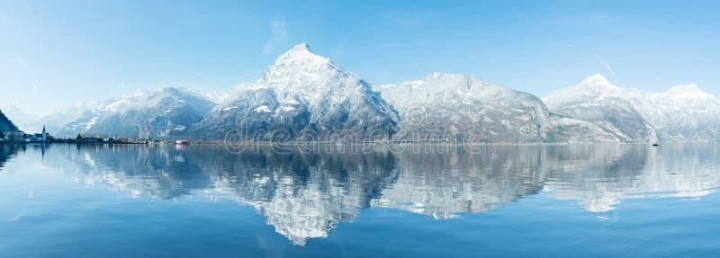 阿尔卑斯的宽山全景雪的 库存图片