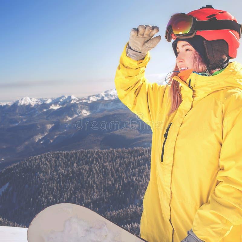 阿尔卑斯的挡雪板女孩,瑞士山 冬天活动 免版税图库摄影