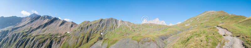 阿尔卑斯,法国(在全部Col白鼬之后) -全景
