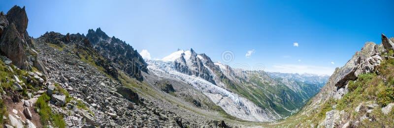 阿尔卑斯,法国(Fenetre d'Arpette) -全景 库存照片