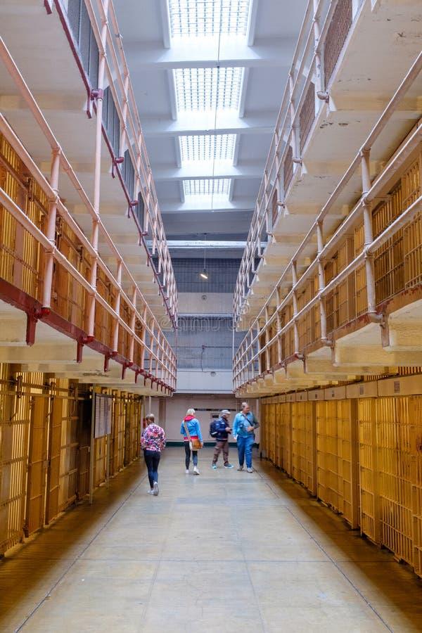 阿尔卡特拉斯岛监狱的著名百老汇走廊 免版税库存照片