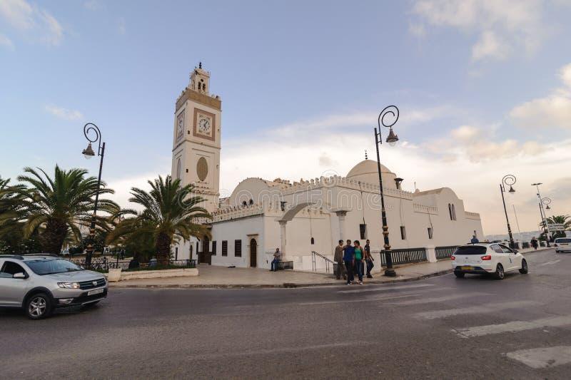 阿尔及尔,阿尔及利亚- 2016年9月24日:Djemaa elDjedid清真寺新的清真寺无背长椅清真寺追溯到1660 v组合土耳其样式  免版税库存照片
