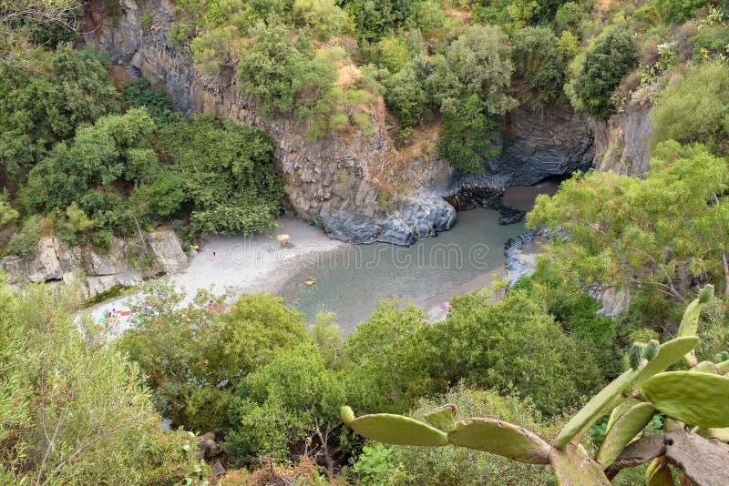 阿尔坎塔拉西西里岛的河峡谷看法  免版税库存图片