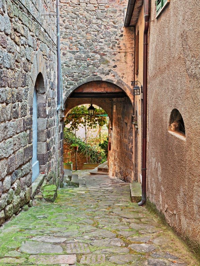 阿尔奇多索,格罗塞托,托斯卡纳,意大利:老胡同和地下过道 库存照片